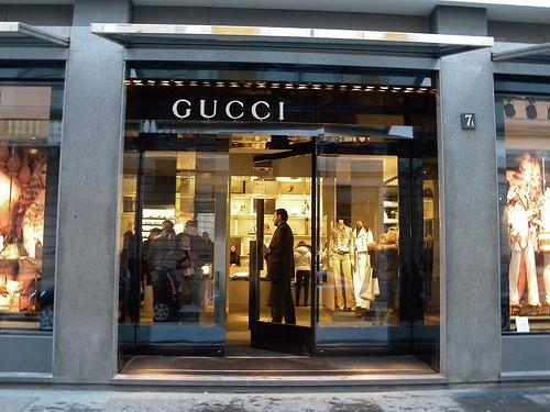 A milano i negozi di moda non andranno in ferie for Negozi arredamento milano economici